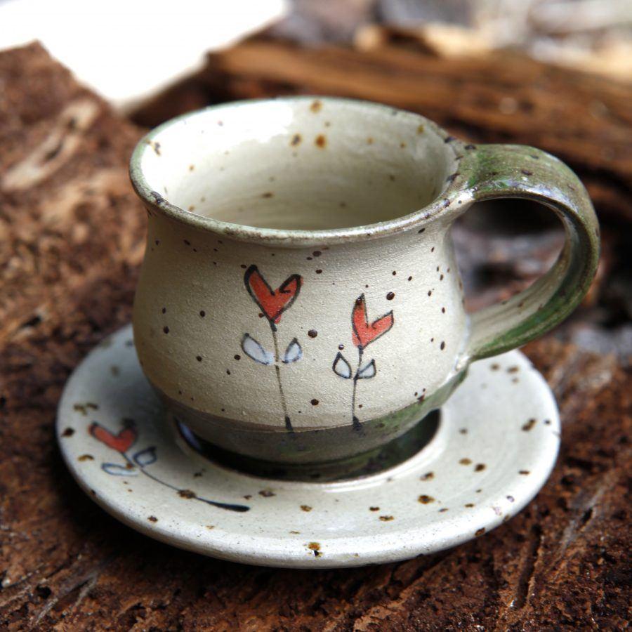 Espressotasse-Grün-Rote-Herzblume